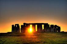 Stonehenge_sun-photo